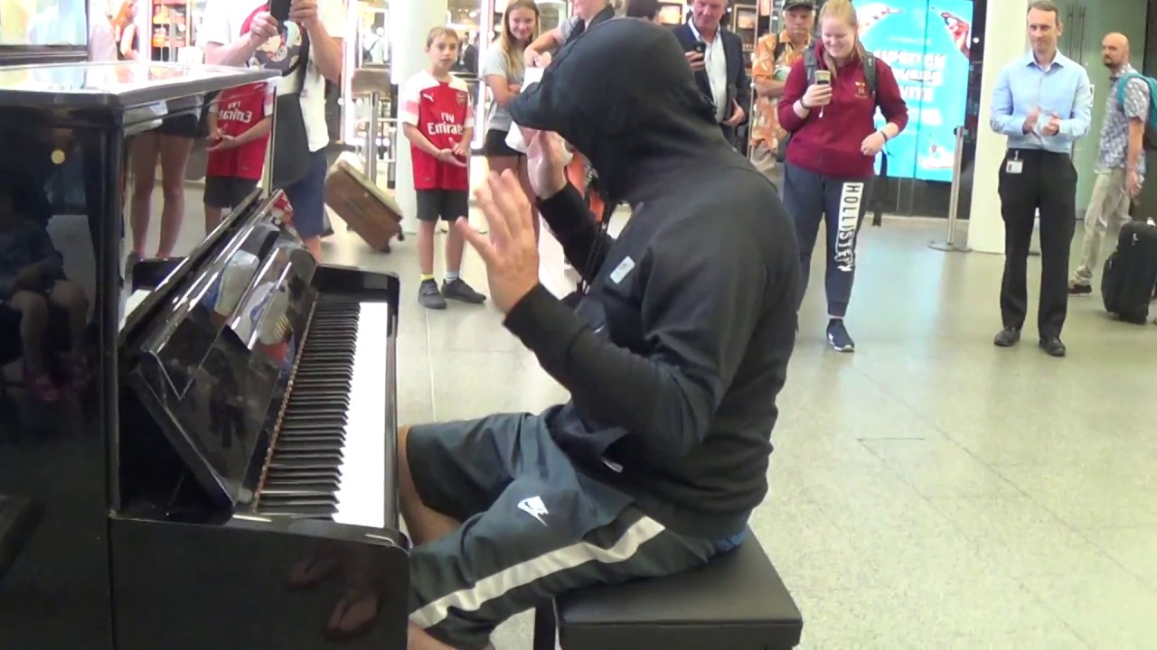 Celebrity Goes Incognito To Play a Street Piano - Public Stunned! 1