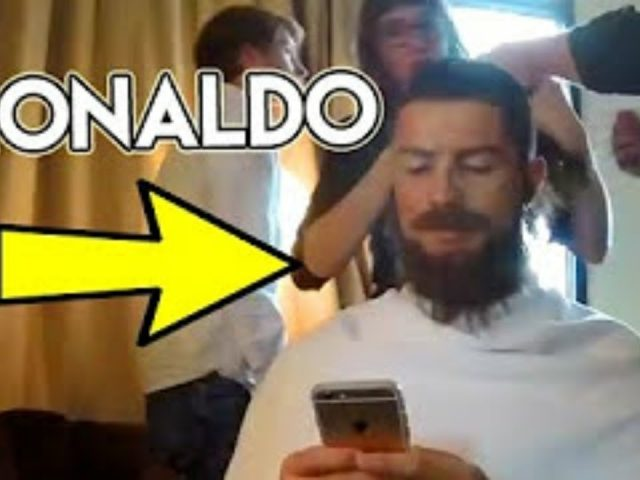 FAMOUS FOOTBALLER CRISTIANO RONALDO (celebrity) pranks in public with  NEW LOOK
