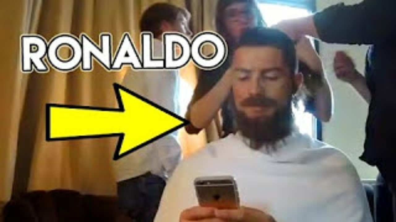 FAMOUS FOOTBALLER CRISTIANO RONALDO (celebrity) pranks in public with |NEW LOOK 1