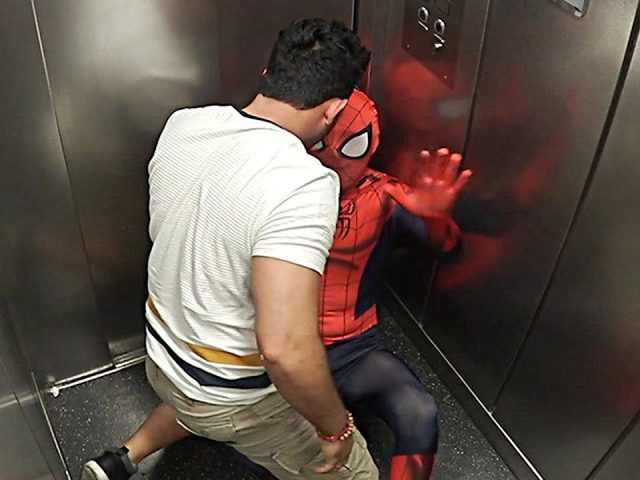 Spiderman Elevator PRANK FAIL *gone wrong 😱