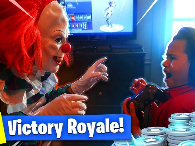9 YEAR OLD KID GETS SCARED BY A KILLER CLOWN WHILE ALMOST WINNING IN FORTNITE PRANK! (GONE WRONG!)