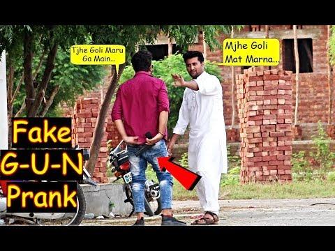 Fake G-U-N Prank (GONE WRONG) – Pranks in Pakistan – LahoriFied
