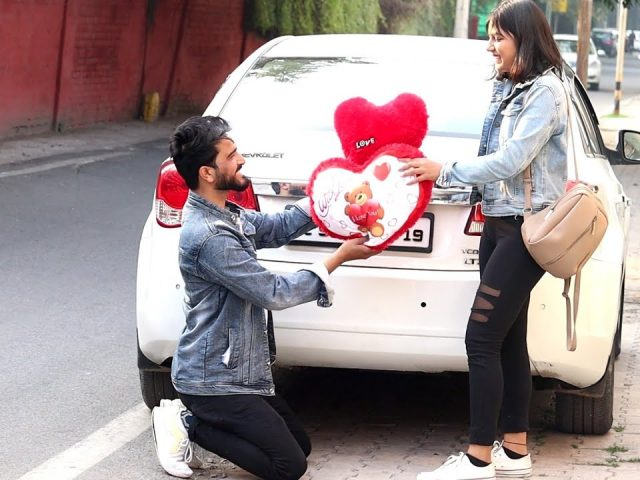 Randomely Proposing Girls For Valentine And Coffee  | Yash Choudhary